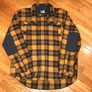 Like new men's under Armour flannel unique find!